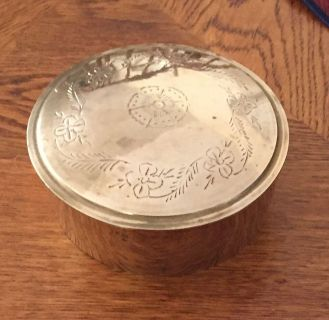 Pretty Brass container and 3 brads coasters