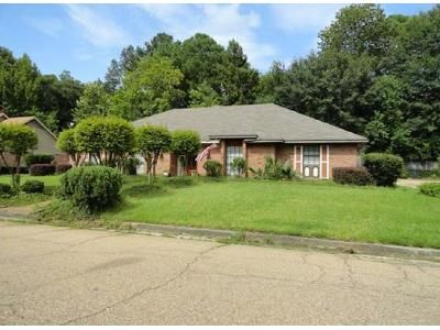 3 Bed 3.5 Bath Foreclosure Property in Jackson, MS 39211 - Fairway St