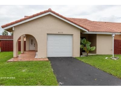 2 Bed 2 Bath Foreclosure Property in Miami, FL 33175 - SW 144th Ct
