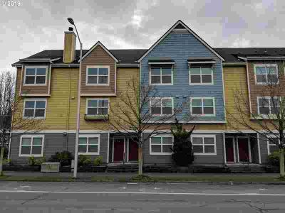 1558 SE Cutter Ln Vancouver Three BR, Waterfront lifestyle with