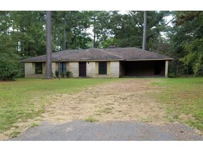 3 Bed 2 Bath Preforeclosure Property in Pineville, LA 71360 - Oakwood Ln