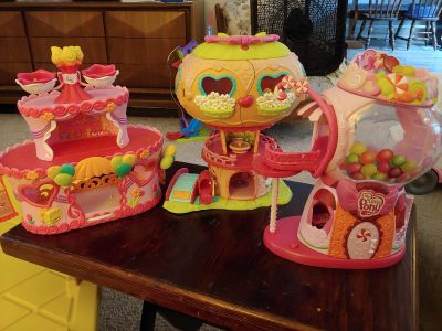 3 My Little Pony buildings, good condition