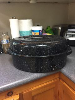 Roasting pan with dome lid