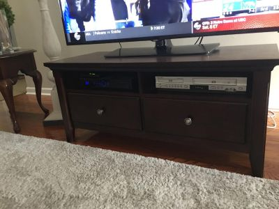 Excellent condition. TV console from Target. 2 deep drawers for storage and 2 shelves.