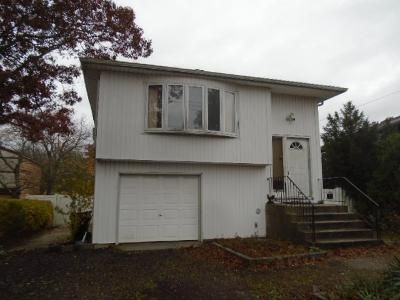 4 Bed 1.5 Bath Foreclosure Property in West Islip, NY 11795 - Higbie Ln