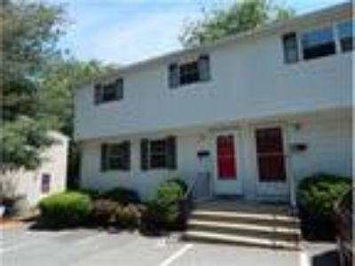 Open houses Saturday and Sunday! Great commuter location for this townhouse!
