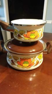 Country flowers pots $2 both. See pictures please