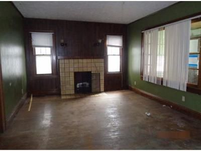 4 Bed 1.5 Bath Foreclosure Property in Huntington, WV 25703 - 10th Ave
