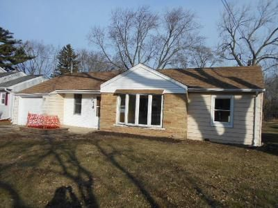3 Bed 1 Bath Foreclosure Property in Lombard, IL 60148 - W Meadow Ave