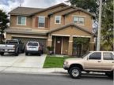 4+3 with a loft & nice curb appeal, Eastvale, CA