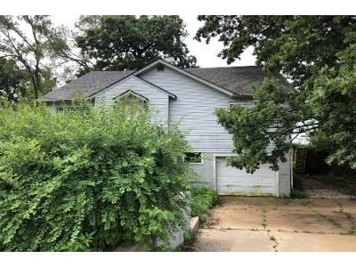3 Bed 1 Bath Preforeclosure Property in Round Lake, IL 60073 - Woodland Dr