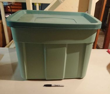 Rubbermaid Tote
