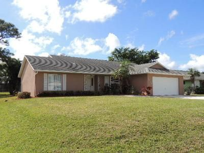 3 Bed 2 Bath Foreclosure Property in Port Saint Lucie, FL 34952 - SE Menores Ave