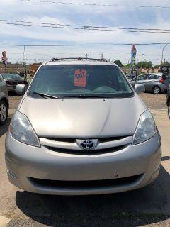 2008 Toyota Sienna XLE (Silver)