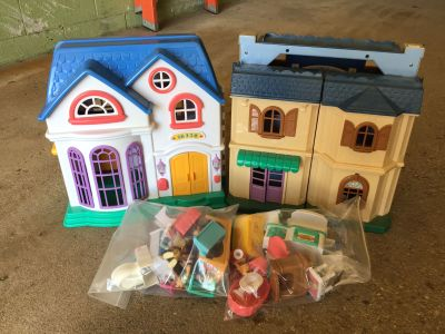 Play doll houses