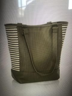 NWT Thirtyone ColorBlock Tote in Olive Pebble