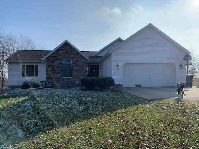 66385 Read Rd Cambridge Three BR, This ranch home with brick