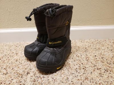 Size 8 Columbia Snow Boots
