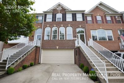 Beautifully Updated Lake Front Luxury Townhouse For Rent In Northlake!