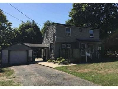 4 Bed 2 Bath Foreclosure Property in Bay Shore, NY 11706 - Manatuck Blvd