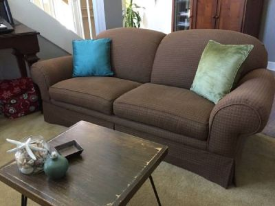 BEAUTIFUL BROWN SOFA / COUCH -- GREAT QUALITY & CONDITION