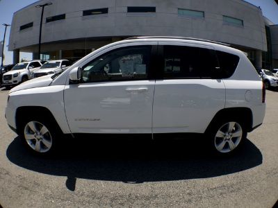 2015 Jeep Compass Latitude (bright white clearcoat)