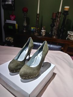 Suede olive color shoes. Size 9. New