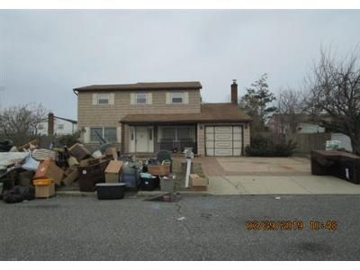 4 Bed 1.1 Bath Foreclosure Property in Ronkonkoma, NY 11779 - Eileen Dr