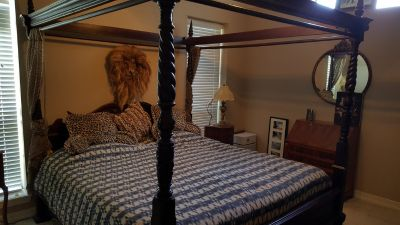 KING SIZE CHIPPENDALE IMPERIAL FOUR TWIST AND HAND CARVED CANOPY BED