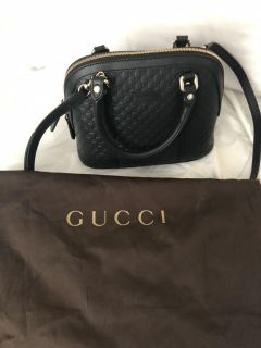 Authentic Gucci all leather crossbody and top Handel purse