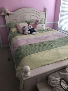 Girls Full Size comforter with matching pillow shams and decorative flower pillow and sunshine pillow