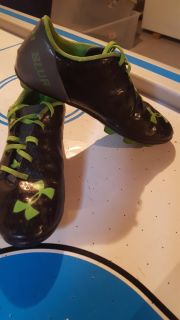 Soccer cleats size 4