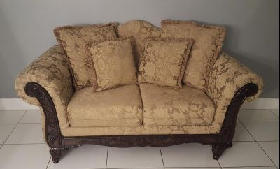 Couch/ loveseat