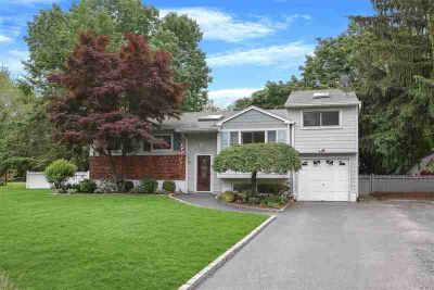 11 Lansing Ln East Northport Five BR, This Home Features an
