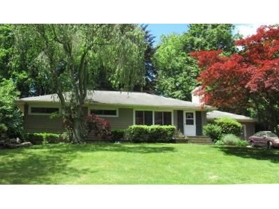 3 Bed 2 Bath Foreclosure Property in Trumbull, CT 06611 - Valley Rd