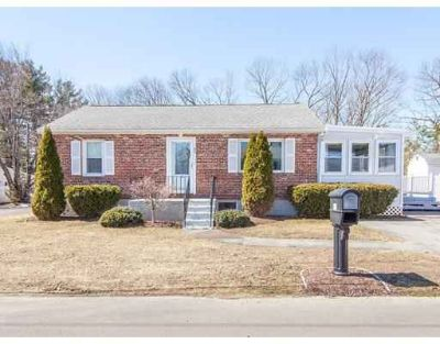 21 Humboldt Ave Burlington Three BR, IMMACULATE Updated Ranch