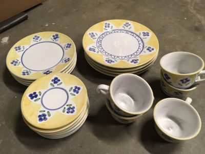 Dish set yellow & blue 4 of each plate 6 saucers & 5 cups