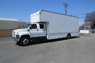 2006 GMC C6500 Crew Cab 24 ft. Box Van Truck