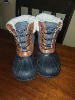 Like new snow boots