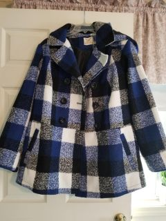 New without tags. Never worn. Womens size 2x. Really pretty peacoat. Also has a hood attached