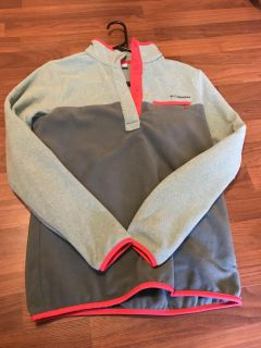 Columbia pullover (like Patagonia) small
