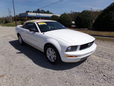 2007 Ford Mustang V6 Deluxe (White)