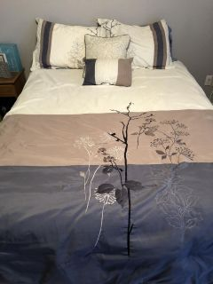 GUC Queen Bed In A Bag, comes with fitted and flatsheet, 2 shams, 2 pillow cases, bed skirt and 2 decorative pillows. MPU