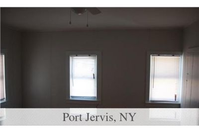 Port Jervis - Cute and cozy 2 bedroom apartment with eat-in kitchen close to trains.