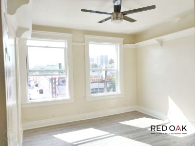 Rare Vintage One Bedroom, with built-ins & Hardwood Floors Near Downtown - Utilities Incl.