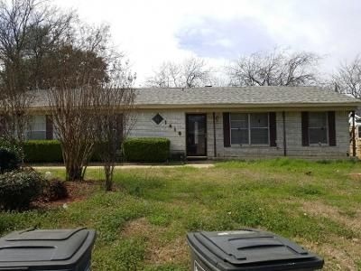 4 Bed 2 Bath Preforeclosure Property in Fort Worth, TX 76112 - Mims St