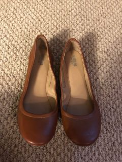 MOSSIMO women s Size 9 brown slip-on shoes. Excellent condition.