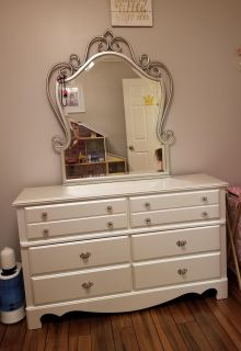 Princess style dresser w mirror & chest of drawers