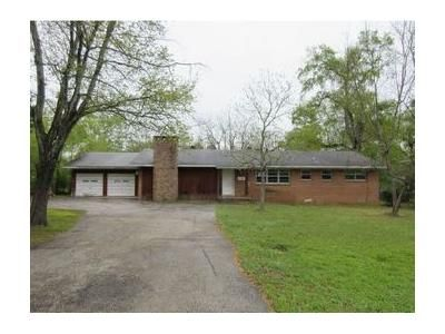 3 Bed 1.1 Bath Foreclosure Property in Longview, TX 75604 - Pine Bluff Dr
