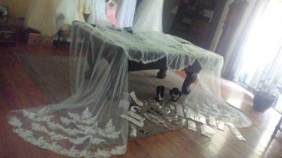 BRIDAL VEILS. SIMPLE - cathedral style trains $3-$12 brand new